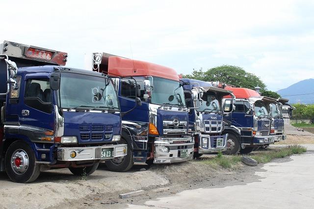 トラック ダンプ 株式会社三豊商会 駐車場